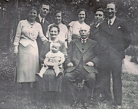 Kitchener camp, Walter Kleeberg and family in 1933 with Walter on the right