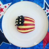 American Flag Apple Snack...such a fun Patriotic snack for Memorial Day or 4th of July!
