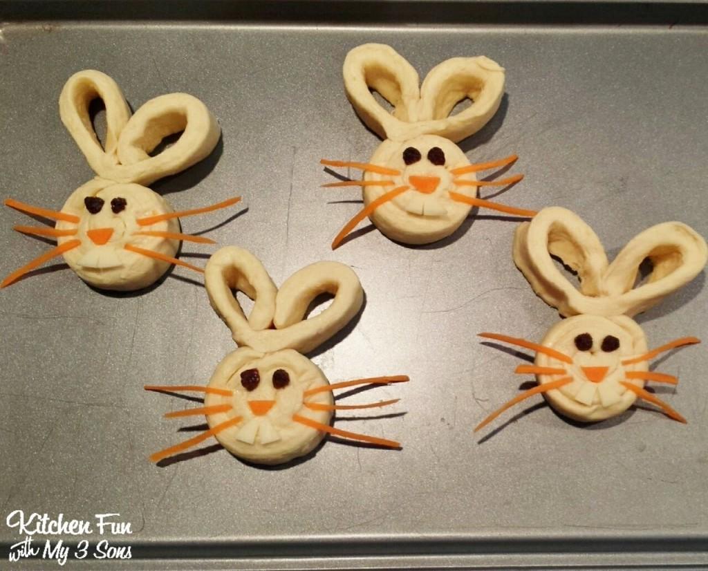 Easy Bunny Buns using Pillsbury Crescent Rounds!