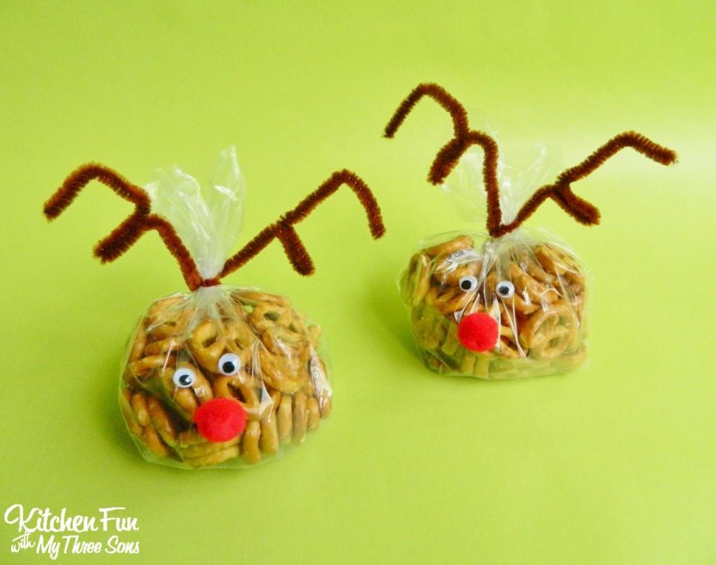 Reindeer Snack Bags filled with pretzels