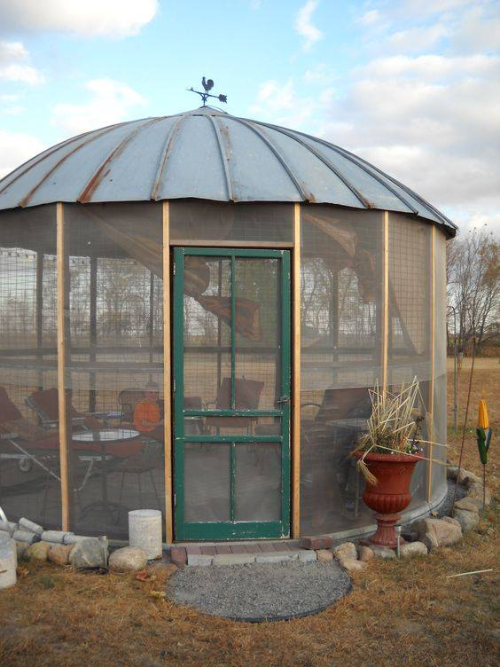 Turn a Corn Bin into a Gazebo...these are the BEST Upcycled & Repurposed Ideas!