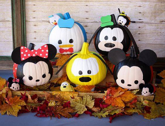 Disney Character Pumpkins - Micky Mouse, Minnie Mouse, Goofy, Pluto, Donald Duck...so cute! These are the BEST Decorated & Carved Pumpkin Ideas!