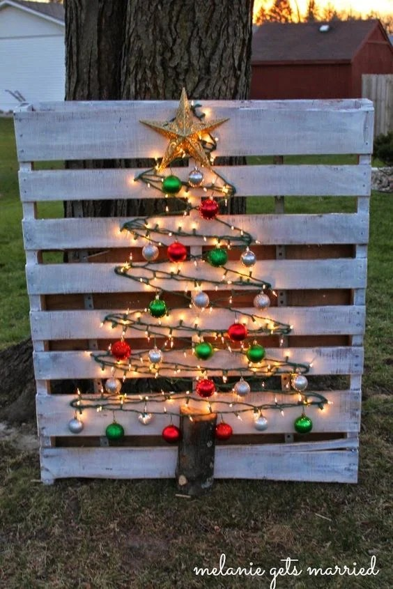 Pallet Wood Christmas Decorations