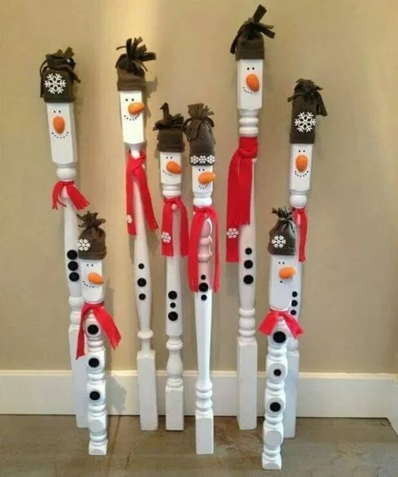 DIY Spindle Snowmen...these are the BEST Homemade Christmas Decorations & Craft Ideas!