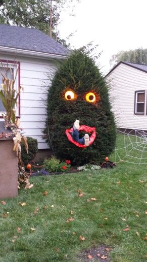 Spooky Tree....these are the BEST Halloween Home Decor & Craft Ideas!