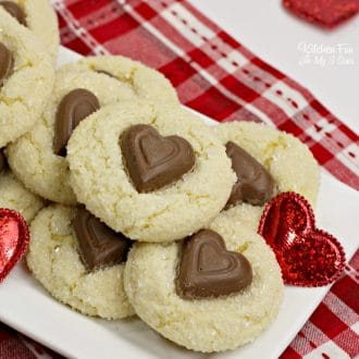 How cute are these Valentine Crinkle Cookies? They're the perfect Valentine's Day treat to make this year.