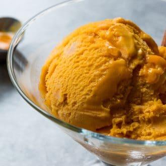 Easy Homemade No-Churn Pumpkin Ice Cream Recipe