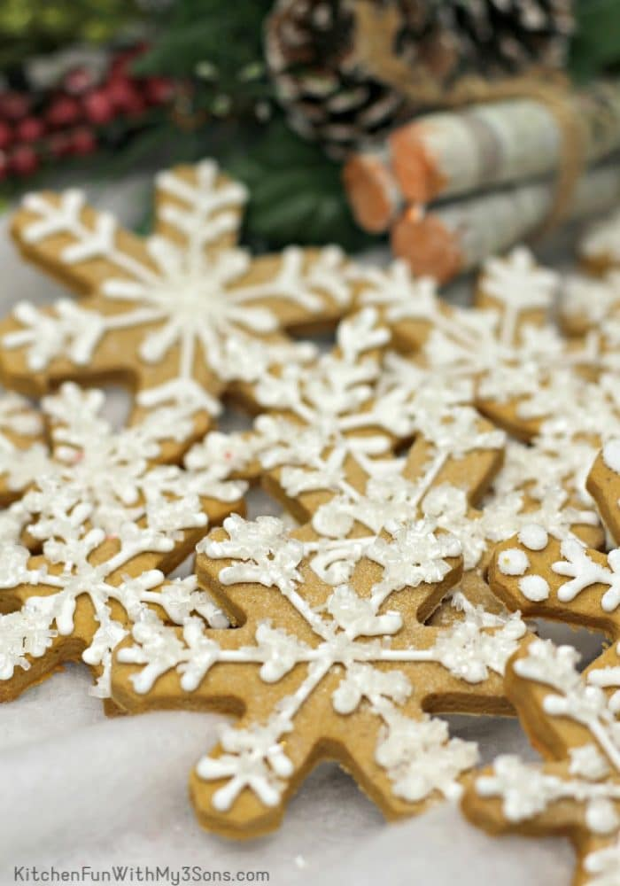 Decorated gingerbread snowflakes