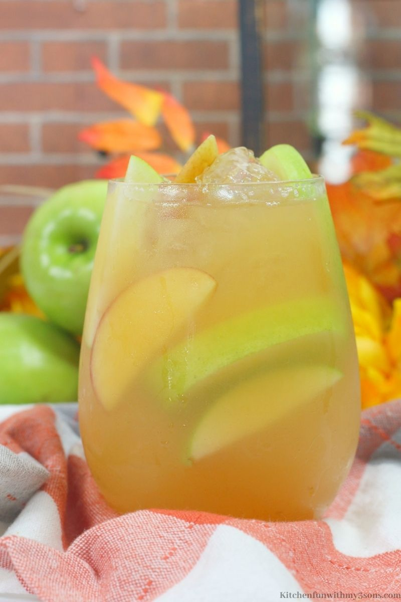 Close up picture of the Caramel Bourbon Apple Cider Cocktail
