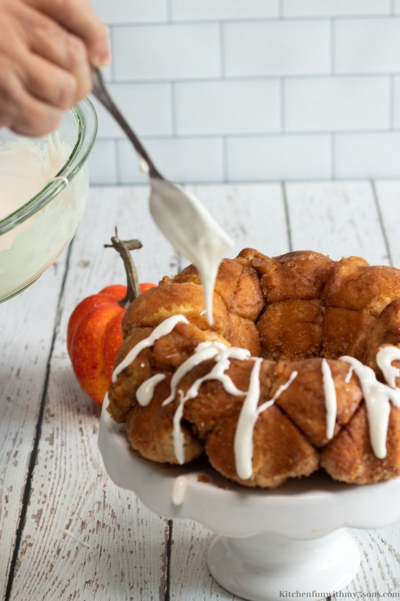 drizzling glaze over the monkey bread