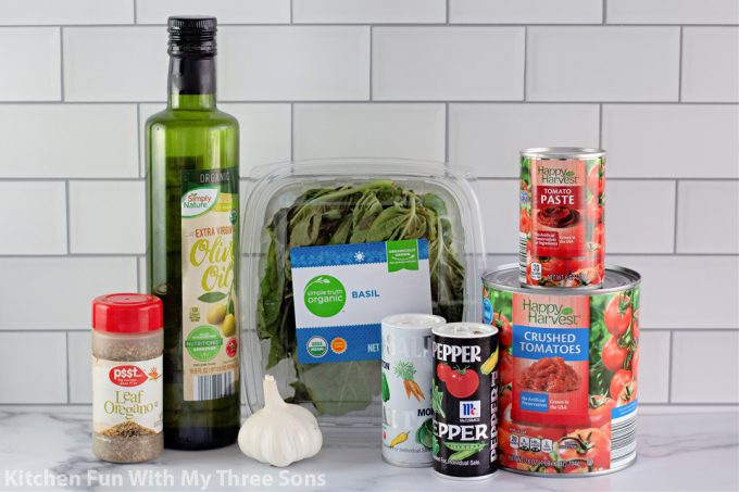 ingredients to make Easy Homemade Pizza Sauce.