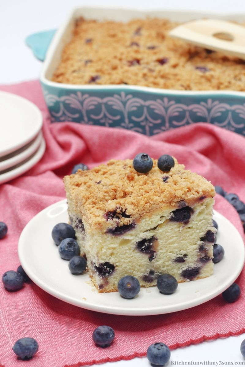 The crumble cake with a bunch of blueberries added on top.