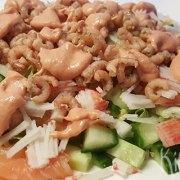 Salade met garnaaltjes, zalm en meer