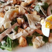 Caesarsalade met gerookte kip en ansjovis