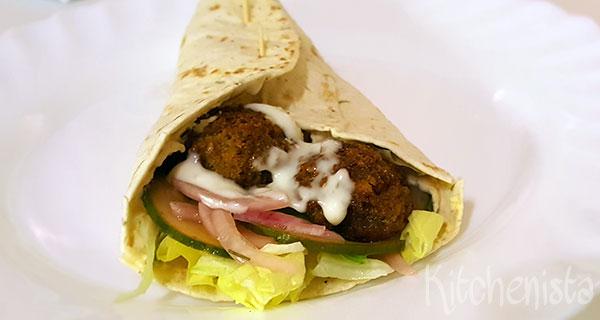 Wrap met falafel, hummus en zoetzuur