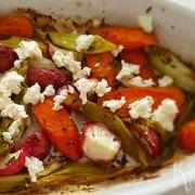 Geroosterde wortel, radijs en bosui
