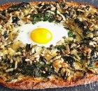 Turks brood met spinazie en ei uit de oven