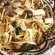 Pasta met paddenstoelen, knoflook en kruiden