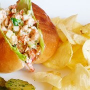 Lobster roll (kreeftenbroodje)