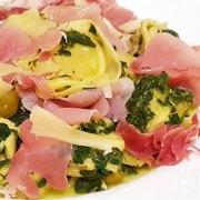 Tortelloni met schapenkaas, rauwe ham en spinazie