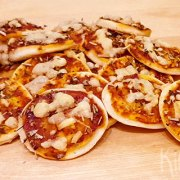 Knapperige pizzazoutjes voor bij de borrel