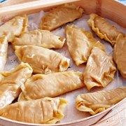 Gestoomde wontons met gehakt en lap cheung