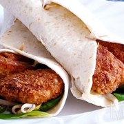 Wraps met krokante zalm en wasabimayonaise