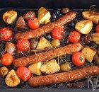 Tray bake met worstjes, cherrytomaatjes en aardappels