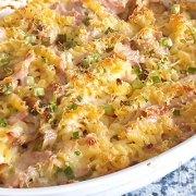 Pastaschotel uit de oven met ham, bosuitjes en champignons