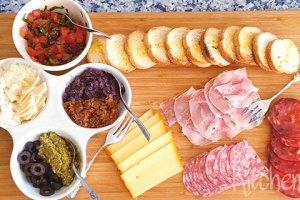 Bruschette met allerlei toppings als borrelplank