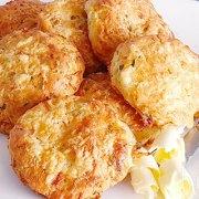 Kaasbroodjes met radijs, wortel en bieslook