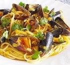 Spaghetti met mosselen, prei, wortel, room en kerrie
