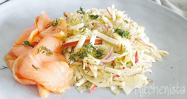 Knolselderij en venkel salade met dille en gerookte zalm