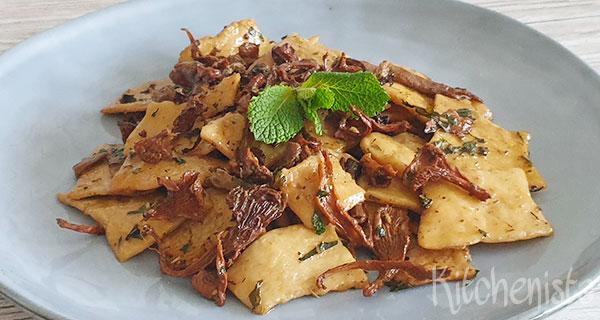 Strapponi pasta met porcini, cantharellen en munt