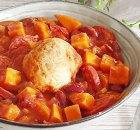 Stoofpotje zoete aardappel, chilibonen, chorizo en knödels