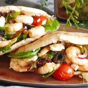 Pita's met garnalen en Griekse salade met feta