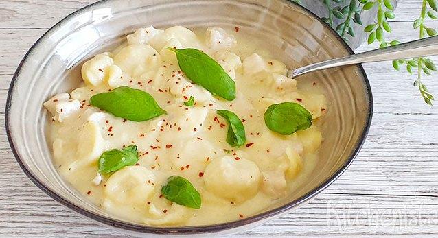 Romige tortellini, kip en Parmezaanse kaas soep