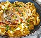 Tagliatelle Chicken Alfredo (kip, Parmezaan, room, boter)