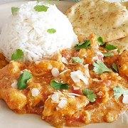 Butter chicken curry met mango chutney, rijst en naan