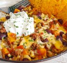 Chili van zoete aardappel, bonen, tomaat en gehakt