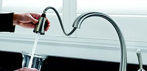 Swivel Spout, Single Lever and Soap Dispenser- Delta 980T-SSSD-DST Pilar
