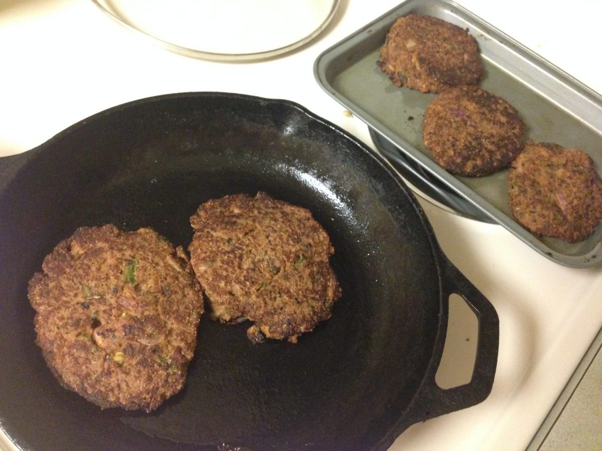 Cast-iron Skillet and Tray for Burgers