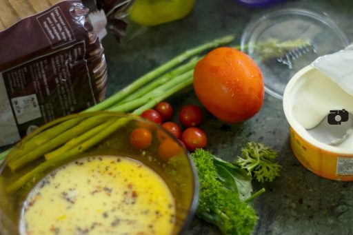 How to make Scrambled eggs and grilled vegetables