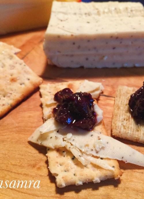 Cracker with Chutney