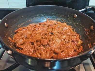 Onion tomato chicken curry