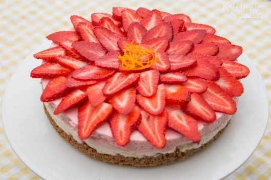 Gluten Free Strawberry and vanilla cheesecake