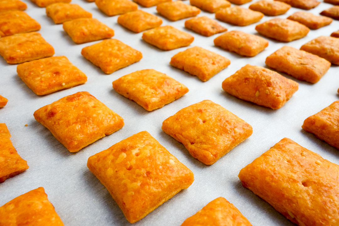 These easy homemade baked cheez its are eggless too!