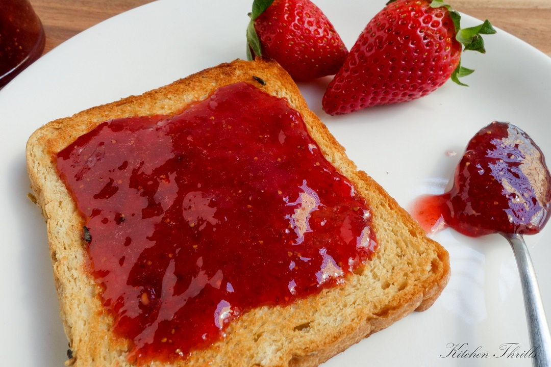 An easy recipe for beginners and all new to making jam. A small batch strawberry jam with no pectin, no preservatives and no artificial flavors.