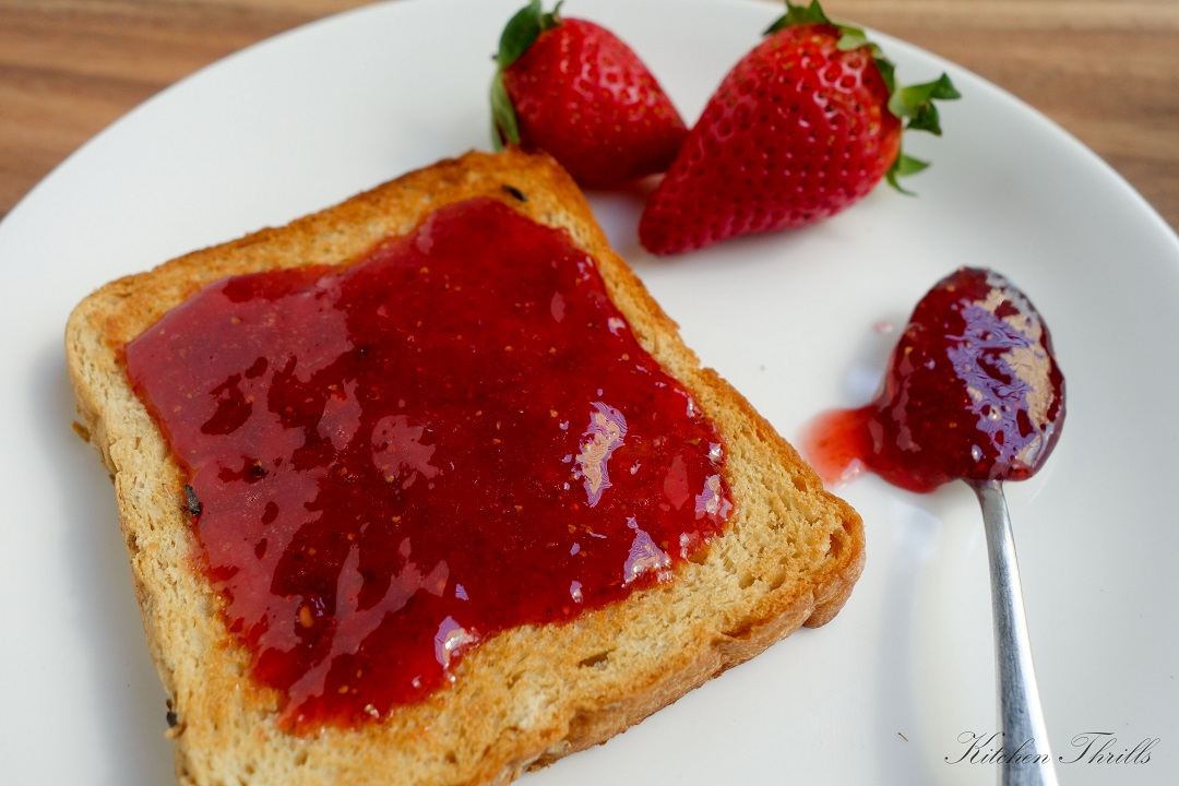 Simple and easy homemade STRAWBERRY JAM recipe without pectin and only 3 ingredients needed!