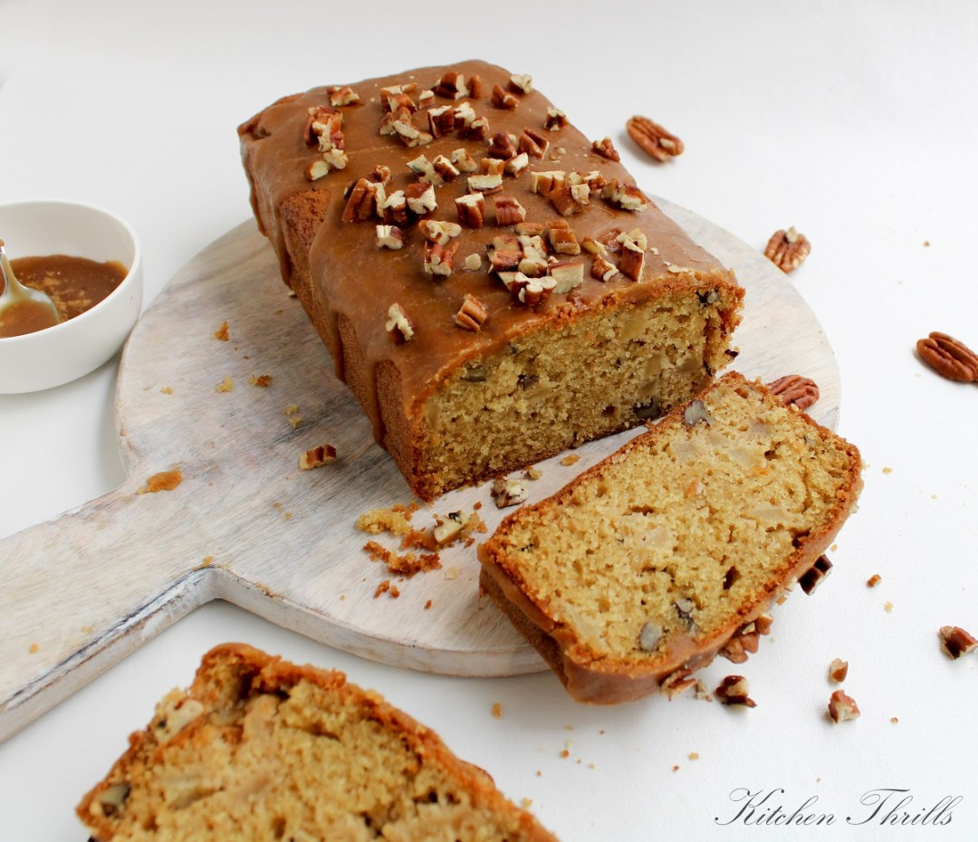 Healthy apple cake recipe made with whole wheat flour and oil. Perfect snacks for kids and adults alike.